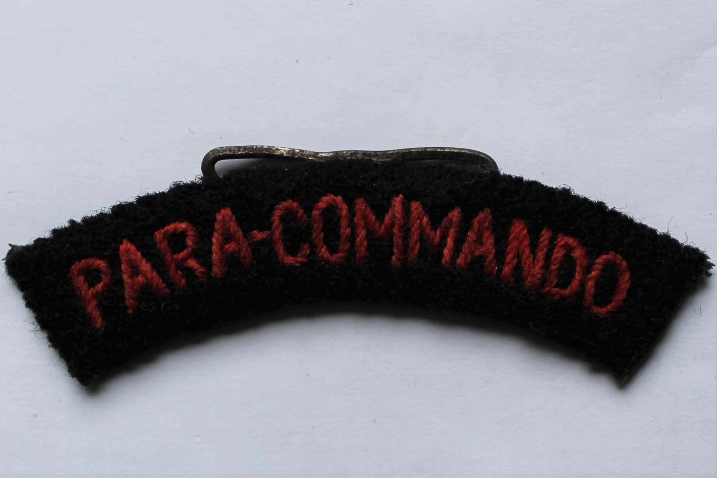 Para Commando schoudertitel
